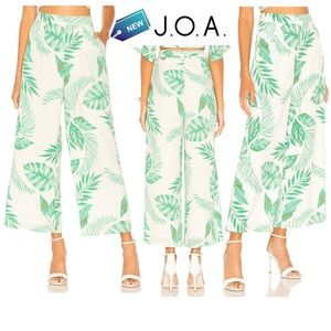 J.O.A. New with tag Printed Ivory green Wide Leg Pant in Palms size M
